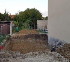 ravalement termine grosse journee entre le ravalement et le terrassement de mon frere qui est mon voisin