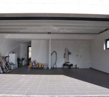 Garage carrelé et (partiellement) rangé !!