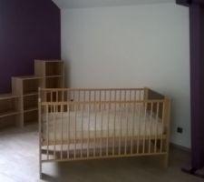 Installation des meubles dans la chambre de bébé