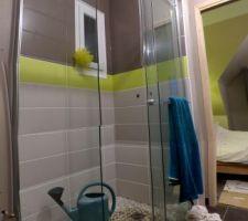 Résultat des travaux de mise en place de la douche à l'italienne (désolé pour le soucis d'assemblage des photos). Et oui on s'est douché à l'arrosoir !