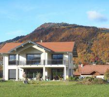 Au nord, le mont a pris ses jolies couleurs d'automne