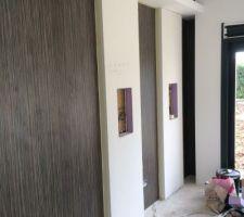 Plaquage salle HC panneaux egger zebrano