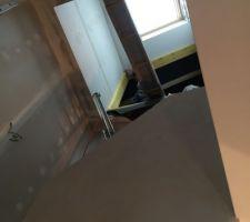 puits de lumiere dans l escalier vue depuis le bas