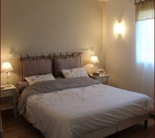 chambre parentale avec toute en nuances de beige marron lit 160 appreciable couette alinea coussins tete de lit et chevet la redoute ampm