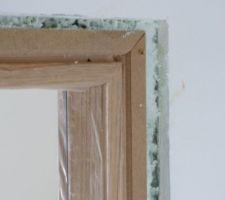 Porte Etna placage chêne de la marque Menuiserie d'Olt en cours de pose