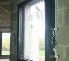 Fenêtre oscillo-battante de la chambre du RDC