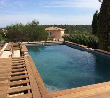 Terrasse en bois exotique autour de la piscine. Lame en ipé de 370cm, lambourde bois exotique et vis inox A2. Attention toujours laisser un espacement entre les lames de 7 mm