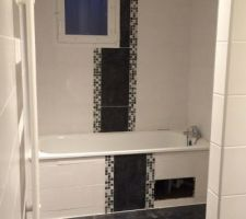 21/11/15 : carrelage baignoire SDB (trou emplacement de la trappe d'accès à la tuyauterie)