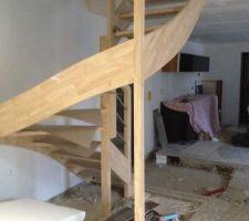 l escalier est casse et ses piliers ne nous conviennent pas du tout tout ca est a revoir