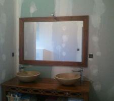 Miroir grand format vendu avec le meuble.