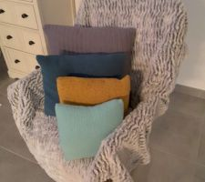 Coussins avec housses tricotées maison