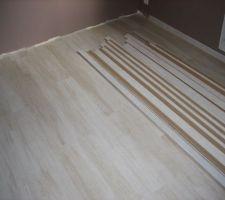 Parquet chambre taupe fini avec plinthes stockées