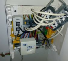J'avais demandé du réseau dans chaque pièces et surtout pas de téléphone. <br /> Résultat tout est câblé en PTT.  <br /> Que feriez vous ?