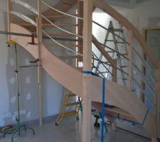 Escalier en cours travaux effectué par Hermange Menuiserie de Chantenay Villedieu