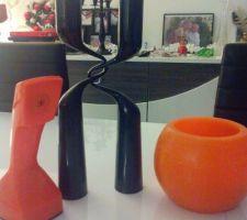 deco moderne et retro vase bougie et telephone