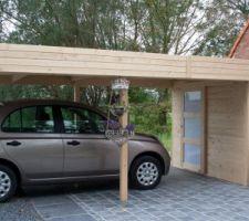 Carport avec abri de jardin