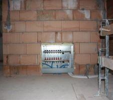 La boîte de distribution du chauffage au sol du 1er