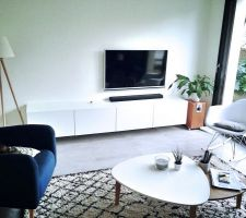 debut d installation des caissons basta autour de la tv