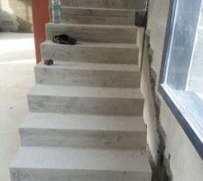 après découpe des marches du bas, pour éviter le pont thermique