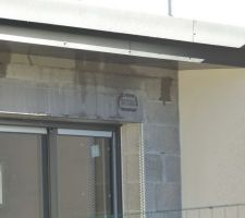 traces de fuite sur le mur.
