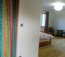 rideaux de la chambre et du dressing accroches