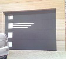 avis sur la toulousaine porte sectionnelle. Black Bedroom Furniture Sets. Home Design Ideas