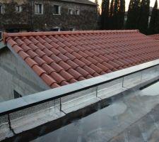 Mise en place des couvertines alu RAL 7016S au niveau du toit plat