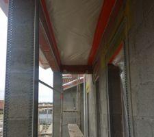 place au crepis les artisans ont installe leur echafaudage ainsi que l installation des profils d angles