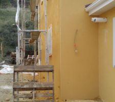 facades jaune ocre intense j70 modenatures blanc g00