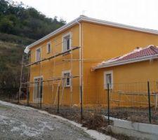 projection de la facade jaune ocre en j70 blanc en g00