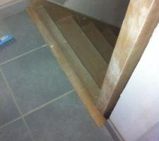 Lors de notre réception (sans clefs) il y avait un trou Béant entre l'escalier et le carrelage.... Il ont fini pas mettre une énorme barre de seuil au lieu d'un nez de marche...
