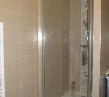 Porte de douche posée