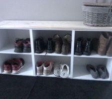 Meuble banc oü chacun peut ranger ses chaussures avec un petit budget !