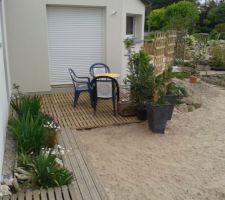 Terrasse simple (caillebotis posés sur briques et tasseaux)