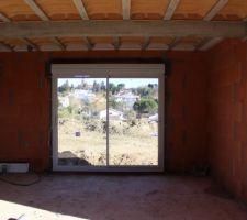 les menuiseries sont en place baie vitree 2 40 m cote salon et petite fenetre des wc
