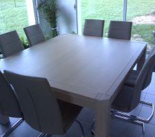Table carrée de chez TOFF