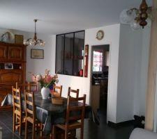 Coin salle à manger... une autre vue avec la verrière donnant sur la cuisine
