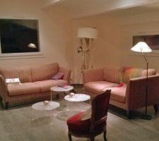 le salon by night et sans le tapis transfere dans le pub