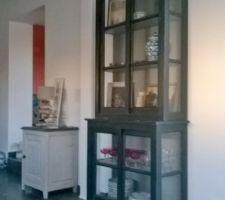 Une vitrine vitrée sur les 3 côtés.... découverte en solde chez TARA à Vaux-sur-Mer!