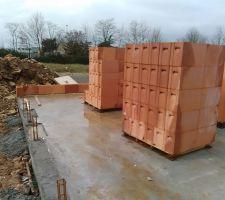 elevation des murs en cours depuis milieu de semaine derniere