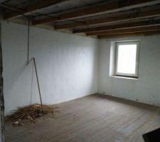 La pièce dégagée et presque propre