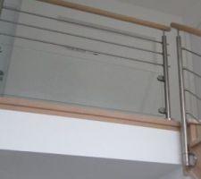 escalier selectionne avec limon central et garde corps alu