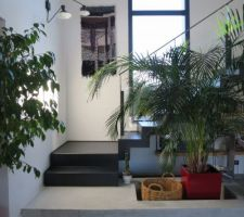 applique et tableau de laine maison dans la montee d escalier
