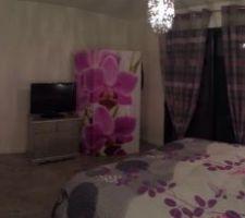 Vue panoramique de la chambre parentale avec les meubles rénovés par mon chéri.