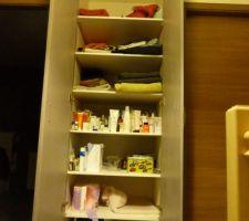 placard pallier de l etage avec porte finit