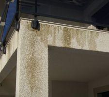 coulures sur le bord du balcon