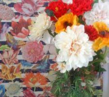 Bouquet pour relier le plan vertical ( mur du fond du couloir nuit ) à l'espace du couloir