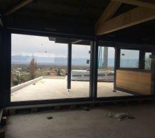 la baie vitree de 6 metres en deux ouvrants enfin posee