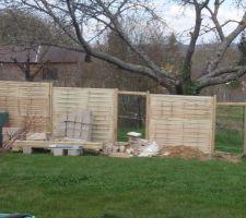 panneaux de bois et bacs