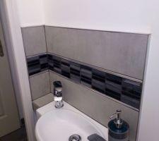Utilisation des chutes de carrelage de la salle d'eau! On recycle. :)